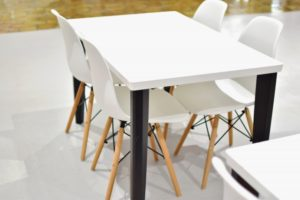 メラミン樹脂のテーブル