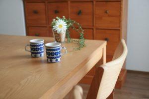 突板のテーブル