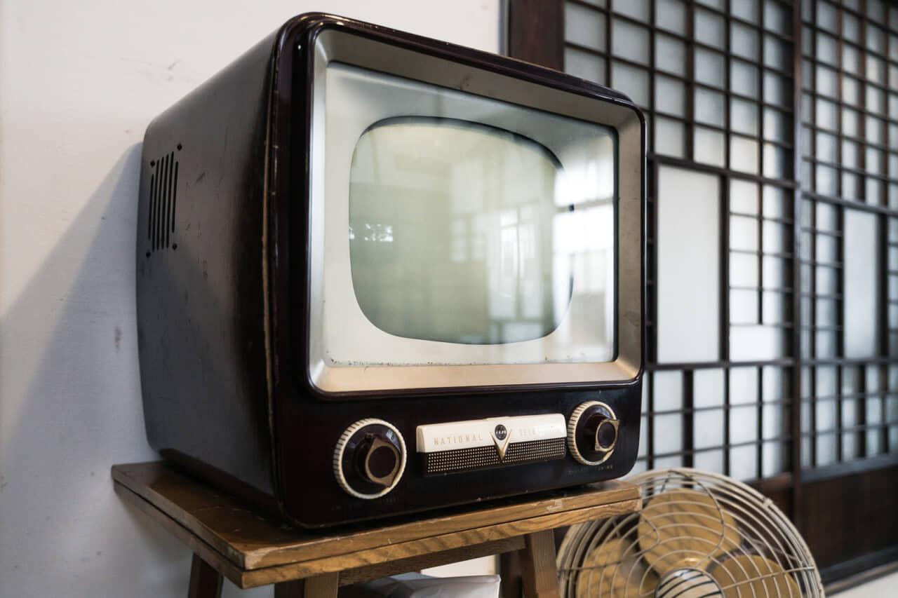 撮り溜めたテレビ番組や今年流行ったドラマ、話題のYoutubeなどを見る
